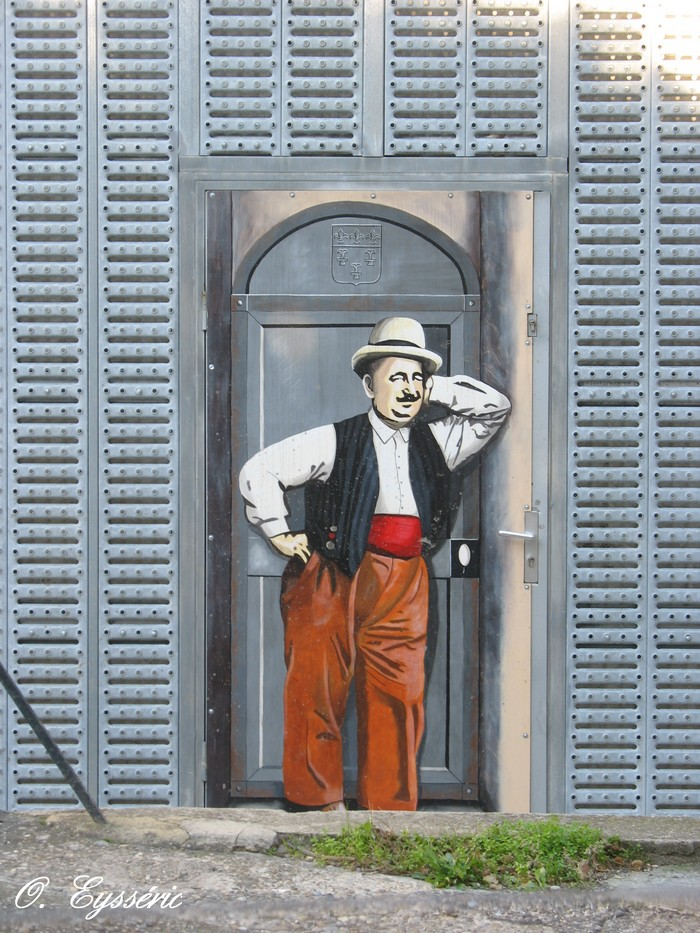 Trompe oeil et peintures sur murs page 7 for Oeil pour porte d entree